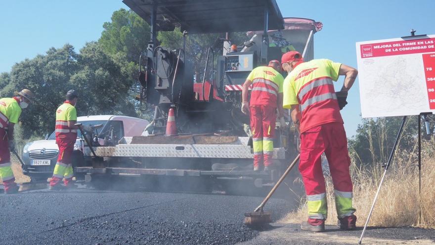 Obras de asfaltado en la carretera M-957