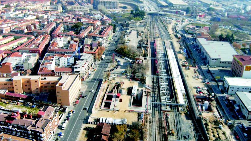 Vista aérea de Villaverde Alto y de la construcción de la estación de Metro