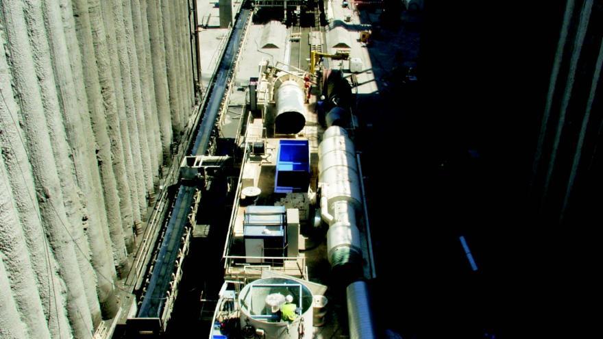 Pozo de ataque y tuneladora en San Cristóbal de los Ángeles obras Línea 3