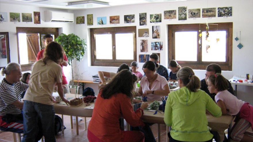 Taller en el aula del Centro de educación ambiental Bosque Sur