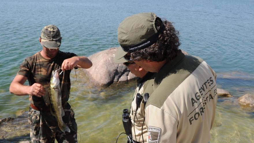 Agente Forestal controla actividad de pesca