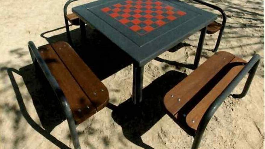 Mesa de ajedrez en los jardines de Las Rosas