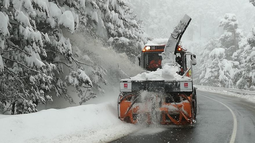 Turbofresa trabajando retirando nieve
