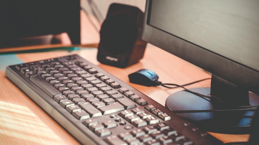 Pantalla y teclado de ordenador