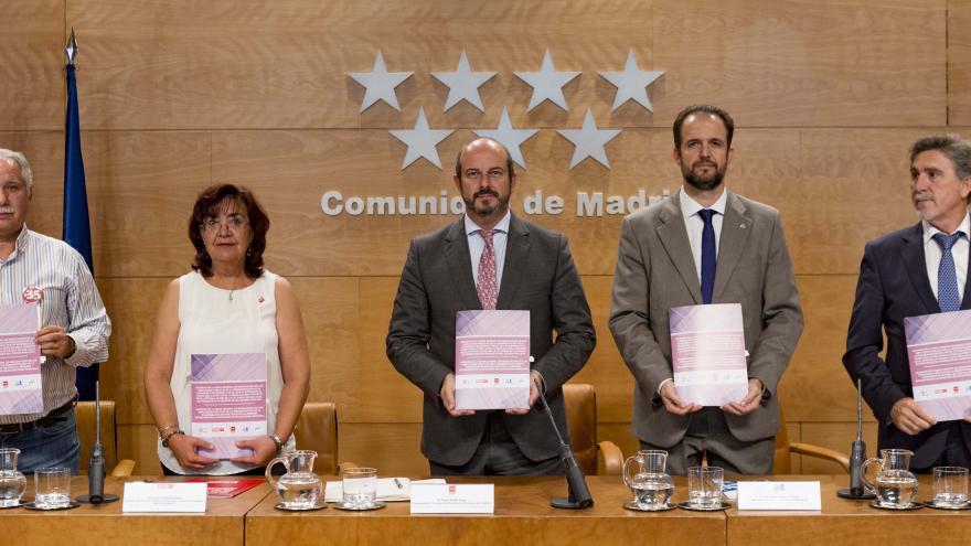 Rollán firma con los sindicatos un gran acuerdo que mejora las condiciones de 155.000 empleados públicos de la Comunidad de Madrid