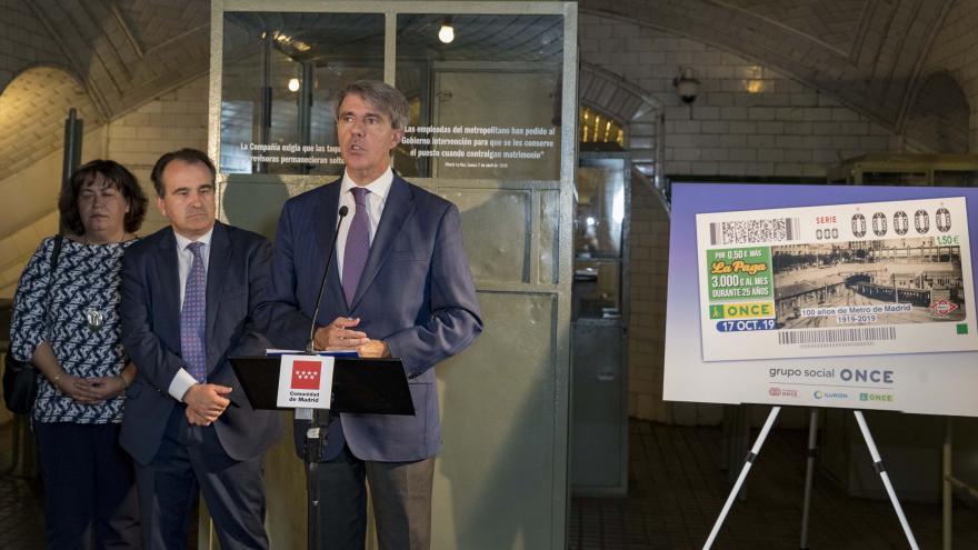 Ángel Garrido presenta el cupón del 17 de octubre que conmemorará el centenario del primer viaje de Metro de Madrid