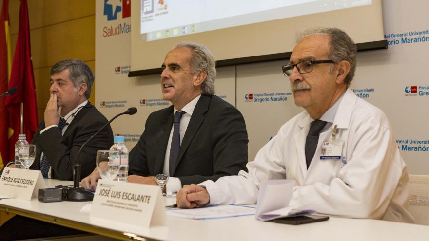 Enrique Ruiz Escudero en el Hospital Gregorio Marañón