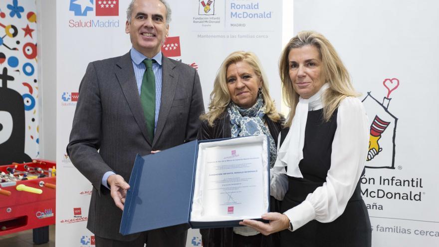 Enrique Ruiz Escudero durante la entrega del sello Madrid Excelente