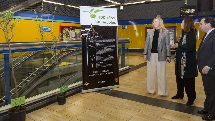 Rosalía Gonzalo en la estación de Pinar de Chamartín, una de las instalaciones que se suma a la iniciativa.