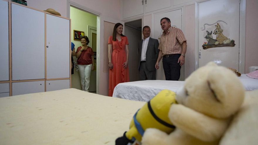 Lola Moreno vista la residencia infantil Vallehermoso