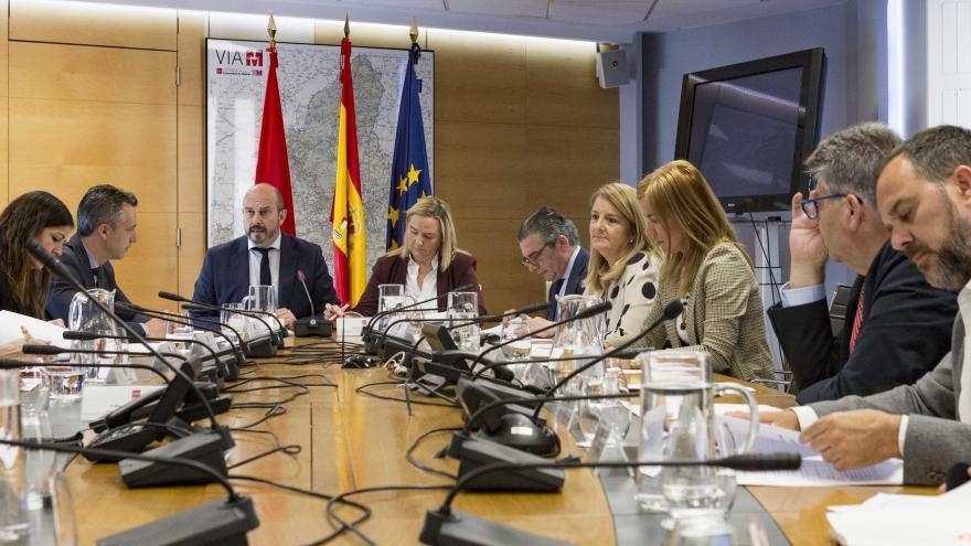 Pedro Rollán y Rosalía Gonzalo en la Mesa de la Seguridad Vial de la Comunidad de Madrid