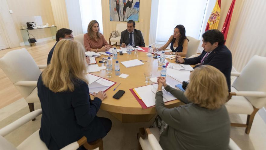 Reunión de la Comunidad y el Ayuntamiento de Madrid para abordar el problema de la ocupación ilegal