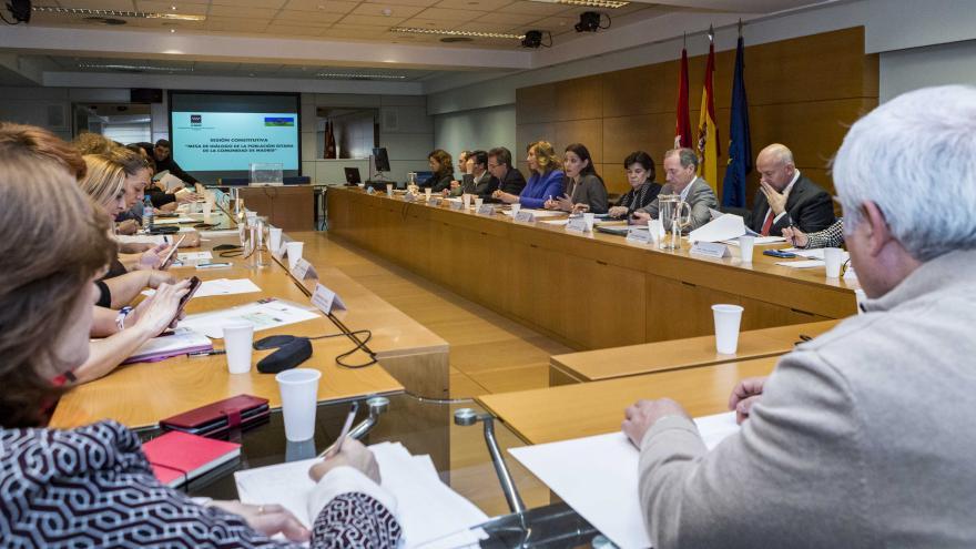 La Comunidad celebra la sesión constitutiva de la Mesa de Diálogo de la Población Gitana