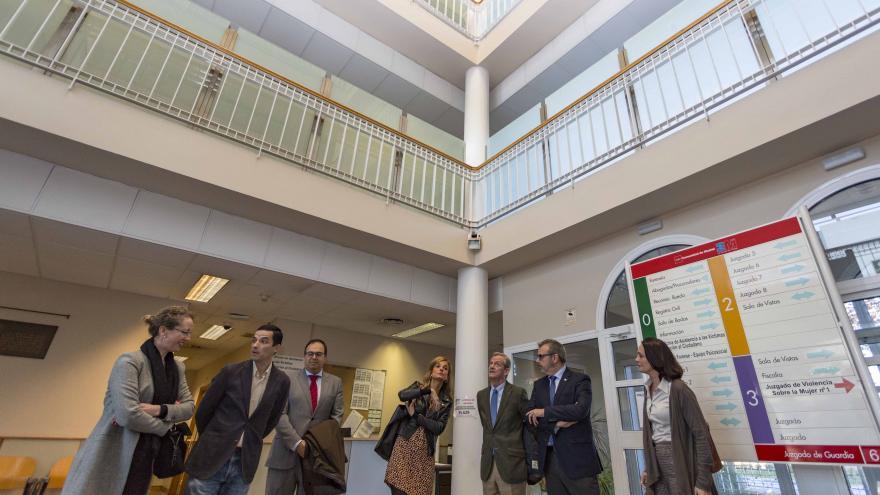 La consejera de Justicia, Yolanda Ibarrola, visita las obras de mejora de instalaciones de la Fiscalía de Leganés