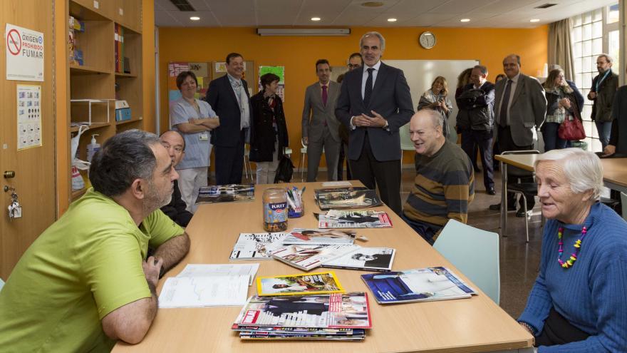 El consejero de Sanidad, Enrique Ruiz Escudero, ha visitado las obras realizadas en el Psiquiátrico José Germáin