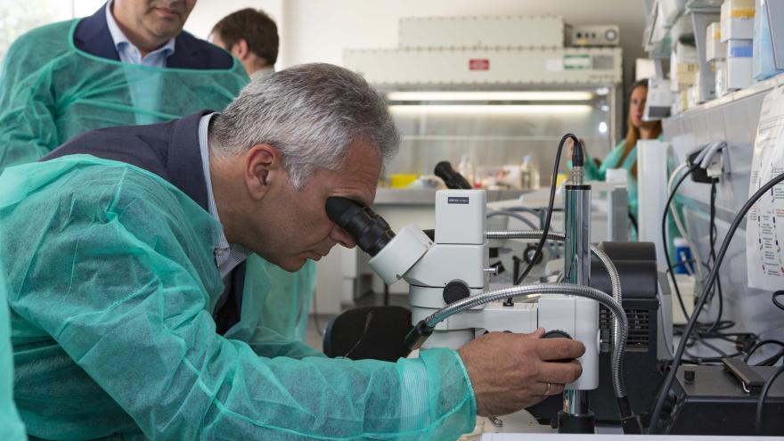 Izquierdo visita las nuevas instalaciones destinadas al diagnóstico de plagas y enfermedades agrícolas