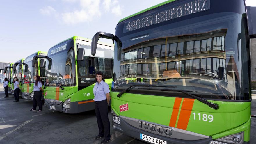 Gonzalo presenta la nueva flota de 18 vehículos que dará servicio a las líneas que conectan Leganés y Fuenlabrada con la capital