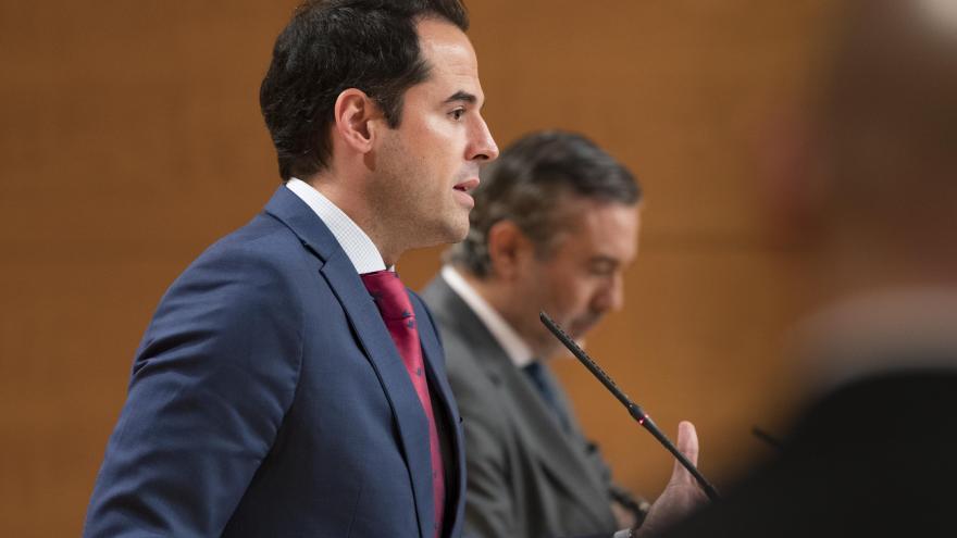Ignacio Aguado y Enrique López durante la rueda de prensa