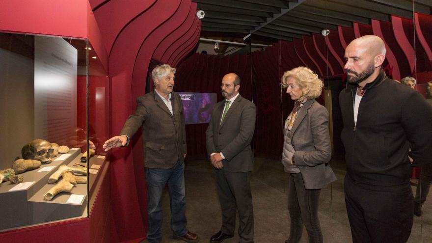 El presidente en funciones de la Comunidad de Madrid, Pedro Rollán, en la exposición '¡Un brindis por el príncipe!'