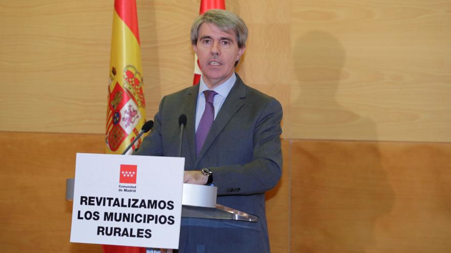 El presidente regional, Ángel Garrido entrega a los alcaldes de las localidades más despobladas ayudas directas por 1,5 millones, un total de 6 millones hasta 2021