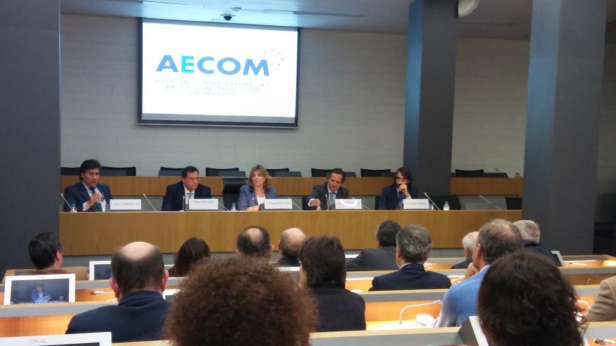 La consejera de Economía, Empleo y Hacienda, Engracia Hidalgo, clausura la jornada 'La nueva Contratación Pública'