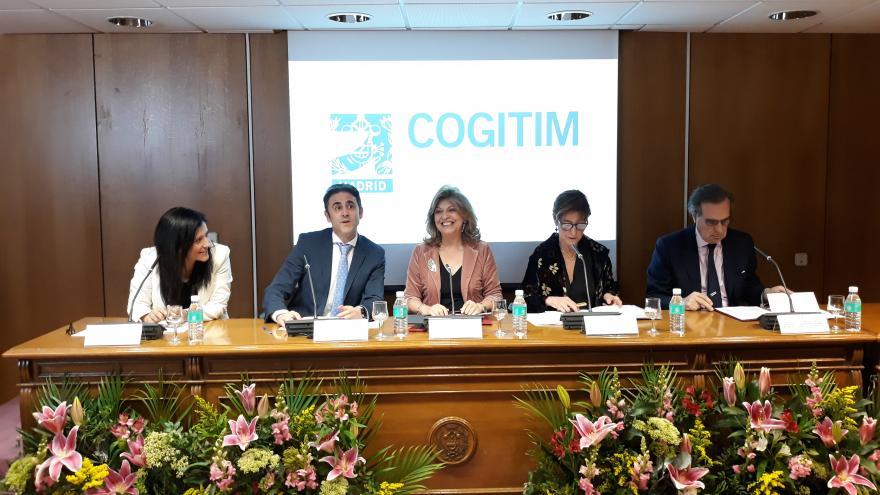 La consejera de Economía, Empleo y Hacienda, Engracia Hidalgo, participa en la toma de posesión de la nueva Junta de Gobierno del COITIM