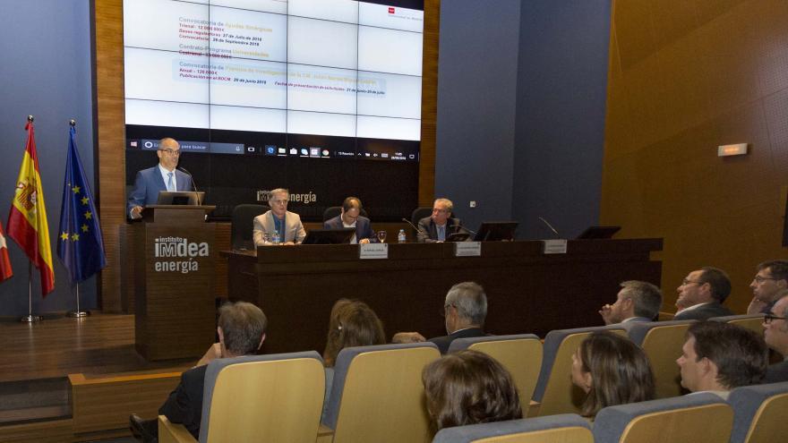 El consejero de Educación e Investigación ha visitado hoy el Instituto Madrileño de Estudios Avanzados IMDEA Energía