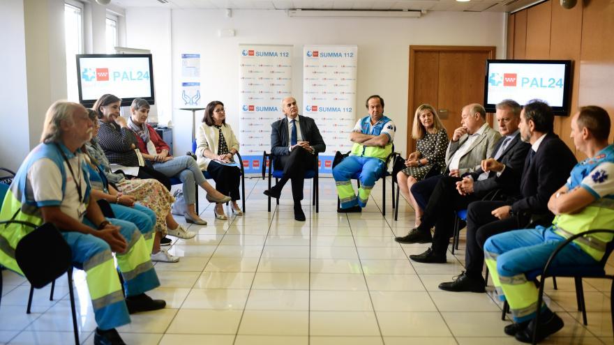 Enrique Ruiz Escudero se reúne con los profesionales de la Unidad de Atención Paliativa Continuada PAL24