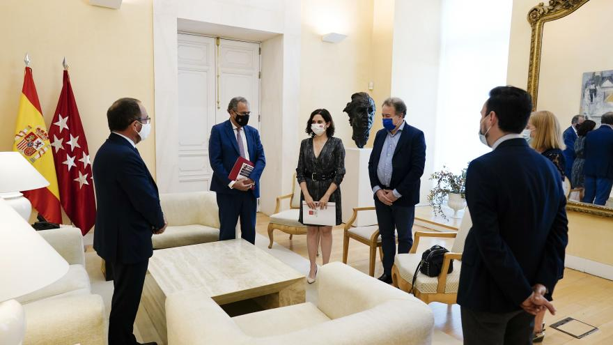 Isabel Díaz Ayuso se reúne con el embajador de España ante la UNESCO
