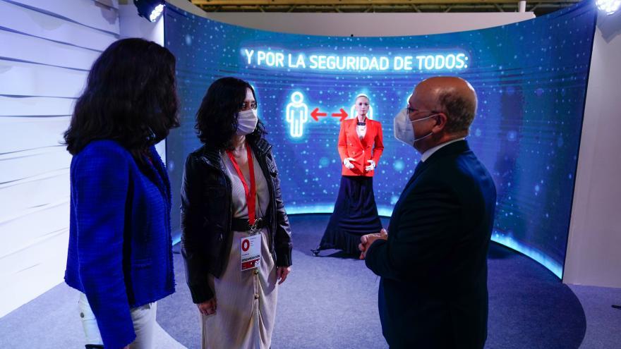 Díaz Ayuso visita el Centro de Procesamiento y Difusión de Datos para la jornada electoral