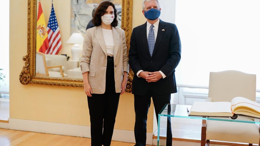Isabel Díaz Ayuso se reúne con el encargado de negocios de EEUU en España para fomentar las relaciones comerciales e institucionales
