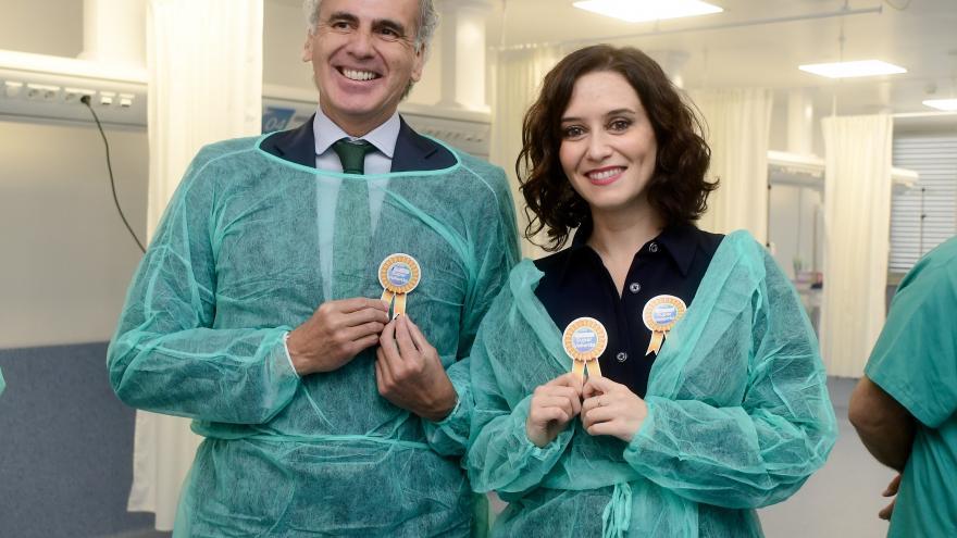 Díaz Ayuso visitando quirófanos de Pediatría del Hospital 12 de Octubre