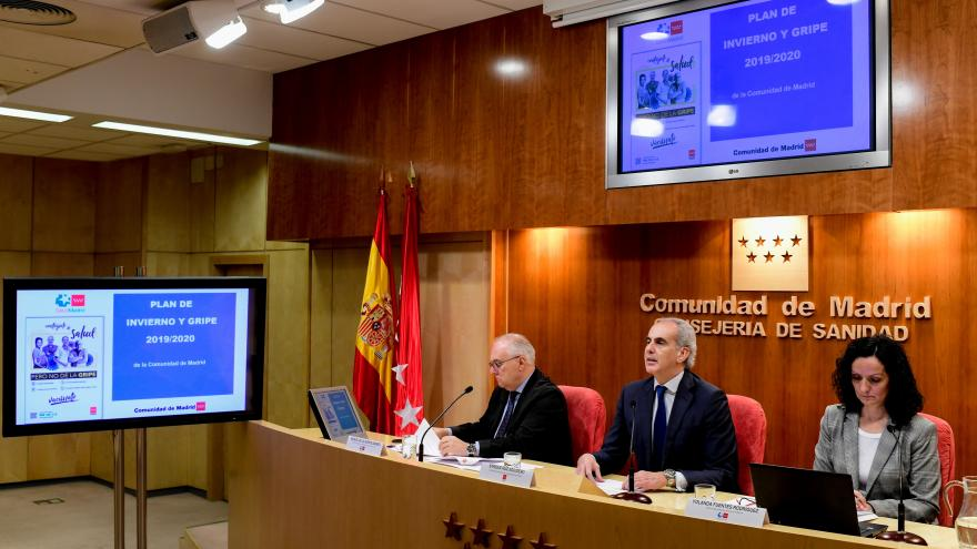 El consejero de Sanidad, Enrique Ruiz Escudero, presenta las medidas previstas frente a la gripe estacional