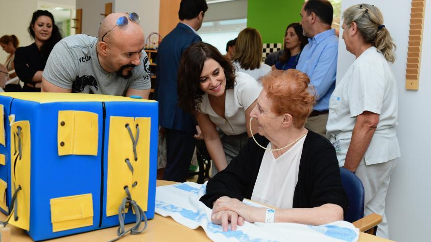 Isabel Díaz Ayuso durante su visita al Hospital de Guadarrama