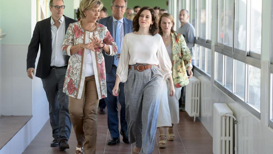 Isabel Díaz Ayuso durante la visita