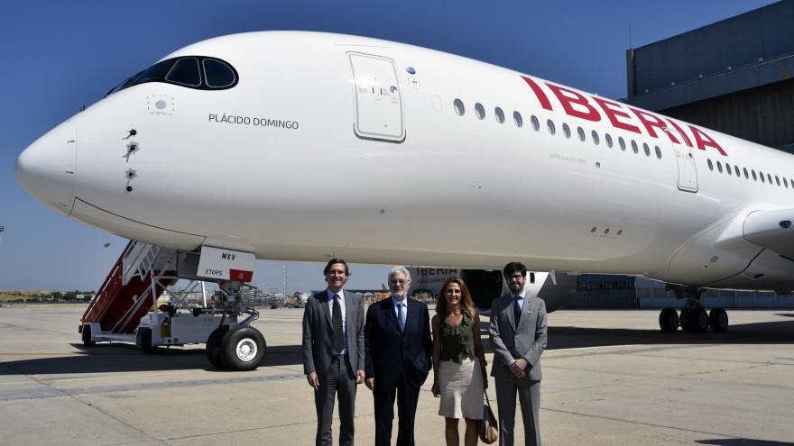 La aeronave llevará el nombre 'Plácido Domingo', en homenaje al maestro español