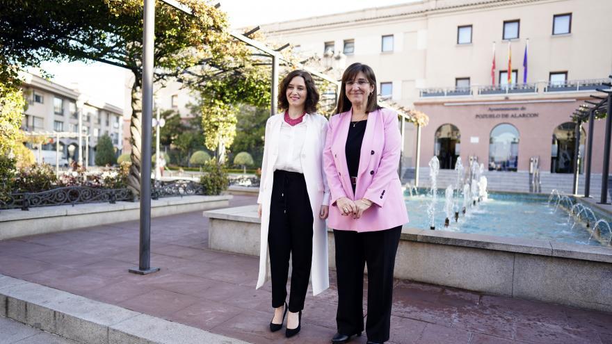 India Martinez y la alcaldesa de Pozuelo