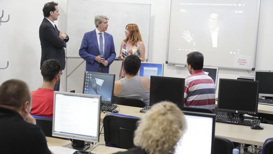 Garrido ha visitado este municipio de la Sierra Norte donde ha reiterado su compromiso por revitalizar los pueblos de la regiónmiso por revitalizar los pueblos de la región