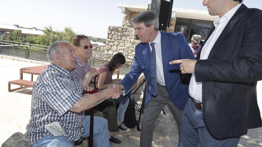 Garrido ha visitado este municipio de la Sierra Norte donde ha reiterado su compromiso por revitalizar los pueblos de la región