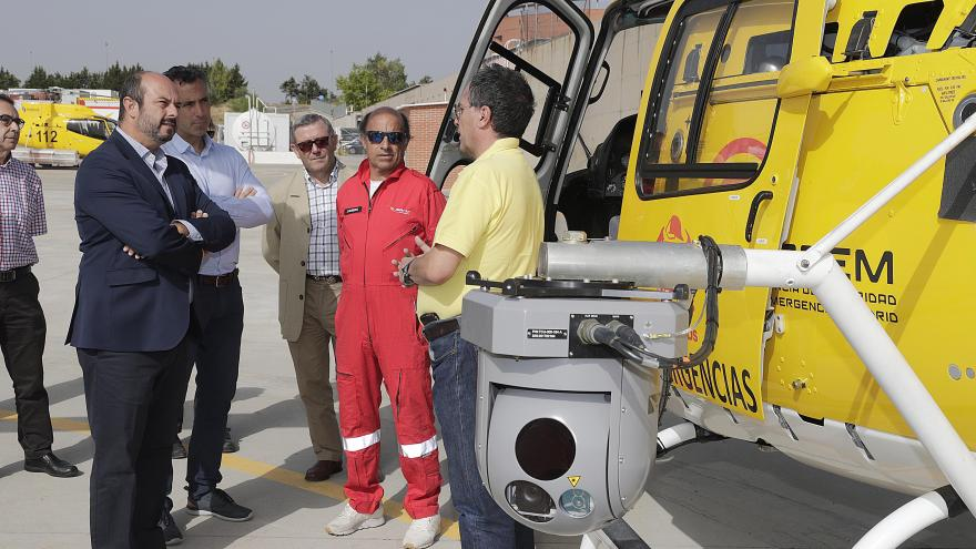 Está dotada con doble sensor de infrarrojos y térmico, y trasmite desde el helicóptero imágenes de alta definición en tiempo real