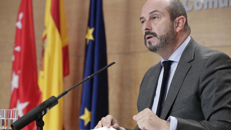 El vicepresidente y portavoz del gobierno, Pedro Rollán, comparece en rueda de prensa para dar cuenta de los acuerdos adoptados en el Consejo de Gobierno.