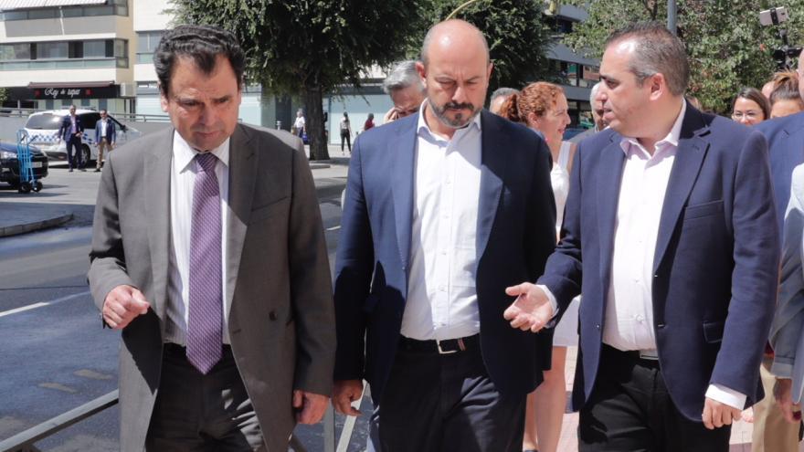 El presidente en funciones de la Comunidad ha visitado las obras de mejora y asfaltado recién concluidas en San Fernando de Henares