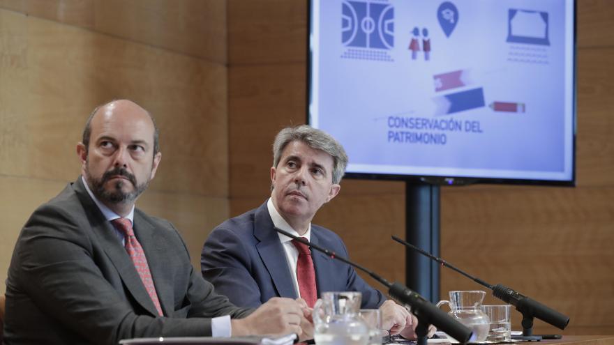 El presidente de la Comunidad de Madrid, Ángel Garrido, acompañado por el vicepresidente y portavoz del gobierno, Pedro Rollán,comparecen en rueda de prensa para dar cuenta de los acuerdos adoptados en el Consejo de Gobierno.