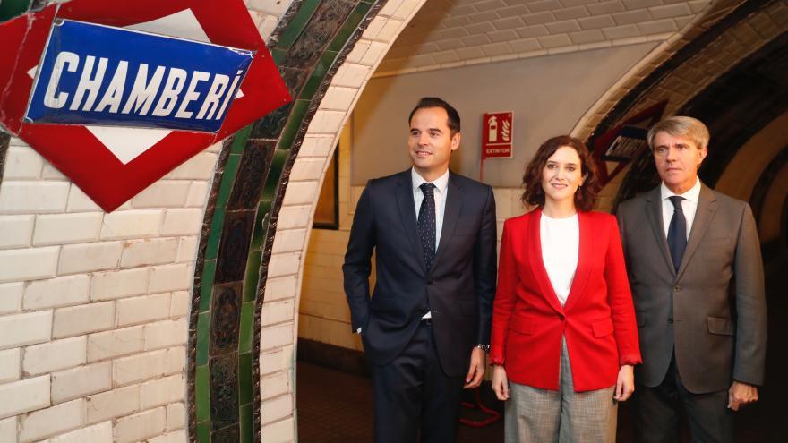 Isabel Díaz Ayuso e Ignacio Aguado durante la visita