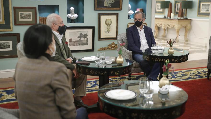 Enrique Ossorio conversa con los hoteleros de Madrid