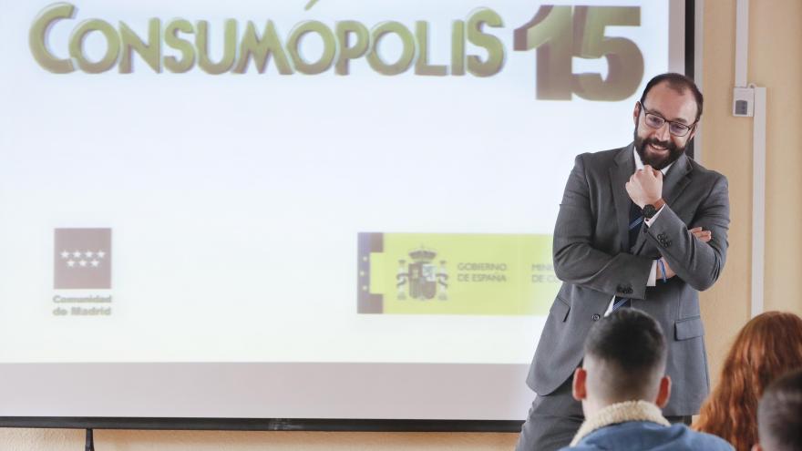 El consejero de Economía ha presentado la fase autonómica del concurso escolar 'Consumópolis15'