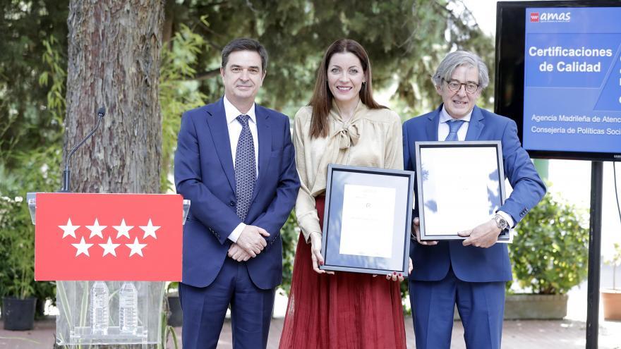 La consejera de Políticas Sociales y Familia, Lola Moreno ha recibido hoy los certificados de calidad ISO 9001