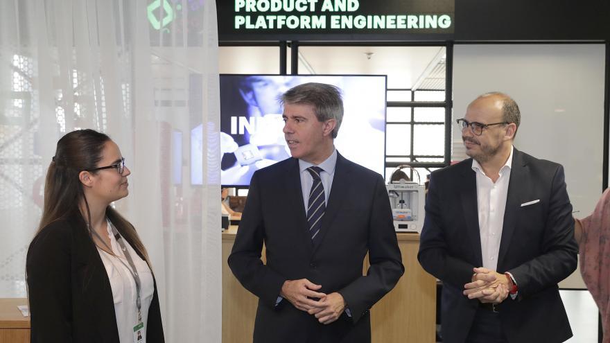 El presidente regional ha firmado un convenio con la empresa Accenture para el desarrollo de nuevas competencias digitales en FP