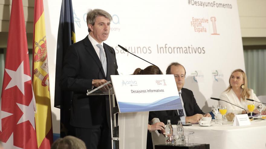 Gonzalo participa en los desayunos informativos de Executive Forum presentada por el presidente regional, Ángel Garrido