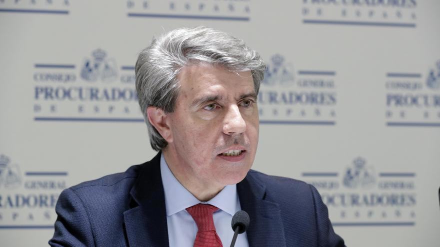 Garrido asiste al estreno del documental 'El relato del silencio. La historia del terrorismo en Madrid'